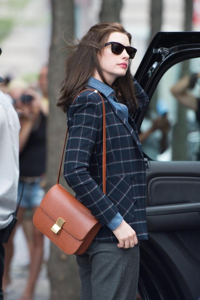 Anne-Hathaway-Celine-Classic-Box-Bag-4